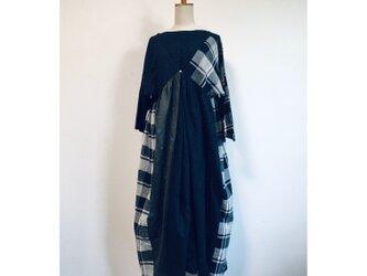 手紡ぎ手織り布 サイドギャザーワンピースの画像