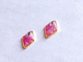 桜貝マーメイドのピンク鱗ピアス/イヤリングの画像