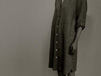ブラック: リネンのシャツワンピースの画像