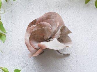 麻のコサージュ 《 Gardenia 》 エクリュの画像