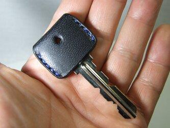 サドル黒のキーカバー 青ステッチの画像