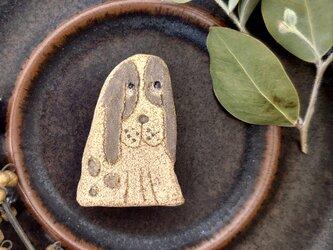 いぬ3(スパニエル) 陶土ブローチの画像