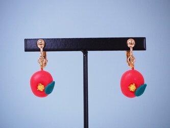 和菓子のイヤリング(ツバキ)の画像