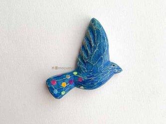 クスノキのブローチ *青い とり* の画像