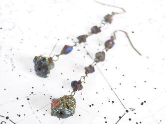 ピアス 隕石のようなチタニウムさざれ石の画像