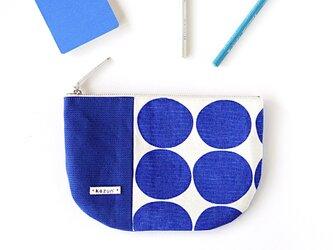ブルードットの半月型ポーチ・本革使用(青の帆布)の画像