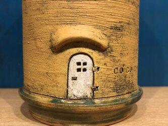 ドアのあるカップの画像