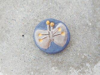 ちょうちょ1(シルバー×ブルー) 陶土ブローチの画像