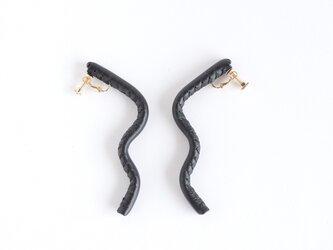 自由に形を作れるleather pierce/earring   《Freely》〝black〟の画像