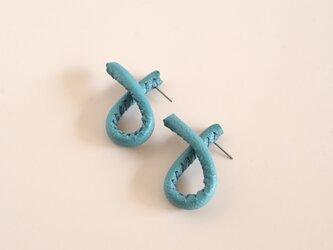自由に形を作れるleather pierce/earring   《Freely》〝turquoise〟の画像