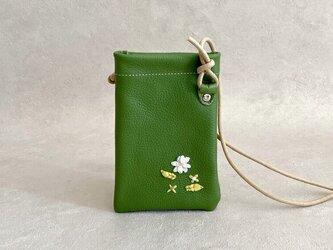 初夏の花刺繍 スマホ ポシェット ちょっとだけ 本革 抹茶 グリーン スマホポーチの画像