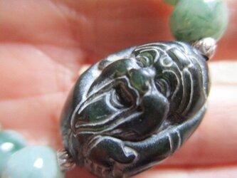 和田玉:大黒天様彫り珠 と天眼石と氷種系ミャンマー翡翠、カレンシルバーのブレスレットの画像