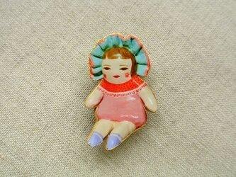 文化人形らしきひとブローチの画像
