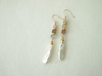 ムーンストーンと真珠の耳飾りの画像