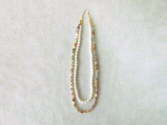 ムーンストーンと真珠のネックレスの画像