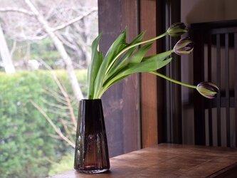 二等辺三角形の泡花瓶の画像