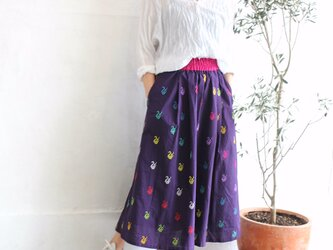 ミャンマーの手織り綿ギャザースカート【ダック柄ダークパープル】の画像