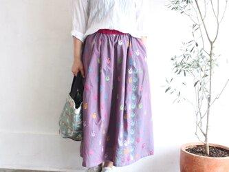 ミャンマーの手織り綿ギャザースカート【ダック柄玉虫プラム】の画像
