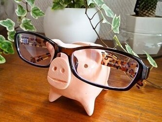 メガネ置きブタ(幸運の3本足ブタ)の画像