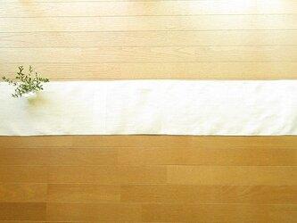 4)真っ白の麻(ラミー)の手織りテーブルランナーの画像