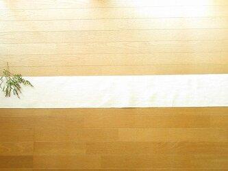 8)真っ白の麻(ラミー)の手織りテーブルランナーの画像