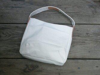 帆布の手提げバッグの画像