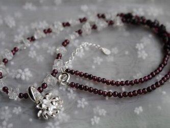 しろつめ草の花*紅白ネックレスの画像