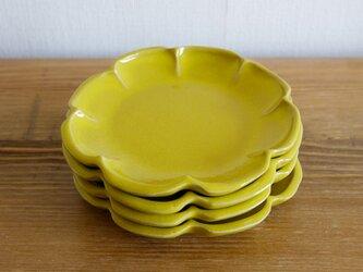 レモンイエローの輪花皿の画像