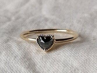 ハートシェイプブラックダイヤモンドリングの画像