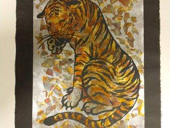 ギルディング和紙 tiger トラ 黒和紙の画像