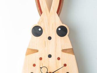 木の時計:うさぎの画像