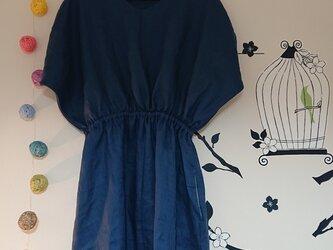変形ドレープ袖のワンピース リネン ブルーグリーンの画像