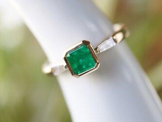 エメラルド/テーパーダイヤモンド指輪の画像