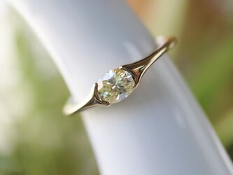 オーバルダイヤモンド指輪の画像