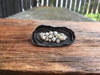 革花のブローチピン(パール)小  金具3.5cm グレーの画像
