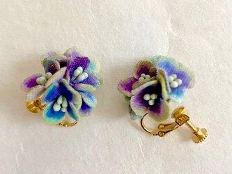 布花 パープル紫陽花のイヤリングの画像