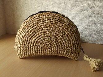マダガスカル産ラフィアのハーフムーンポーチ  ( kuro )  送料無料の画像
