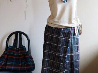 【受注制作】着心地が良くてきちんと感もある 多色格子の筒ラップスカート -- 正絹紬の着物からの画像