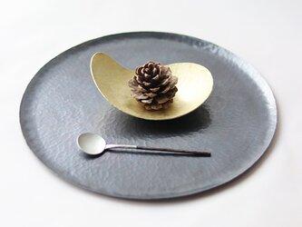 鎚目模様の勾玉皿の画像
