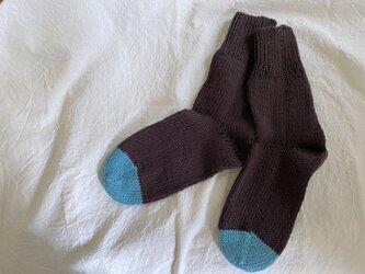 手編みのcotton靴下 茶色の画像
