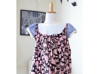 【90】パフスリーブのAラインTシャツ*ハウス柄ピンク 北欧風 レースニットの画像