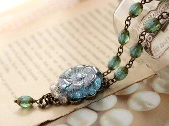 マドンナブルーのガラスの花 涼やか色のクラシカルなネックレス ヴィンテージ・アンティークstyleの画像