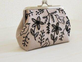 草花と小鳥のがま口  ベージュの画像
