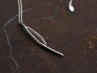 松葉のネックレスの画像