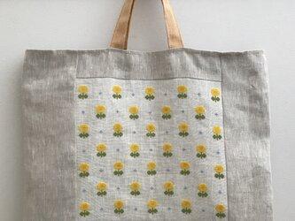 クロスステッチの布バッグ たんぽぽと忘れな草の画像