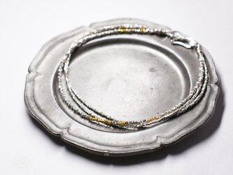 煌めくカレンシルバービーズの3連アンクレット(ゴールド入り)の画像