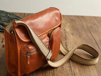 ヌメ革ショルダーバッグ斜め掛け通勤バッグの画像