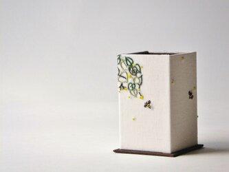 リネン・メガネスタンド『ハチの仕事』の画像