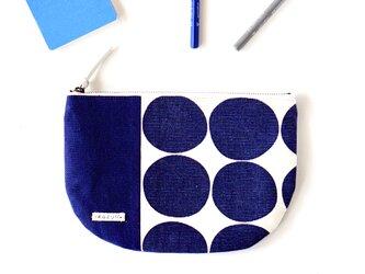 ネイビードットの半月型ポーチ・本革使用(紺の帆布)の画像