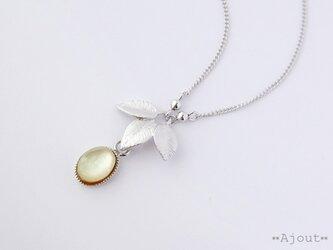 レモンクォーツ×ホワイトシェルのネックレス《N-242》の画像
